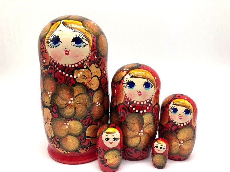Muñeca rusa roja, 15 cv