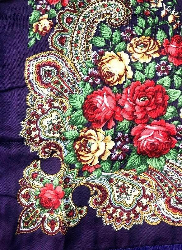 Pañuelo en estilo ruso, color morado 90*90 cm