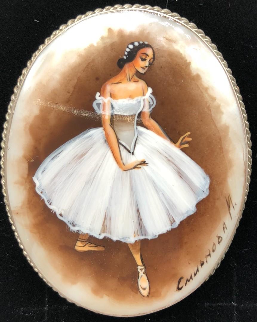 """Broche """"Ballerina"""" en nacar"""