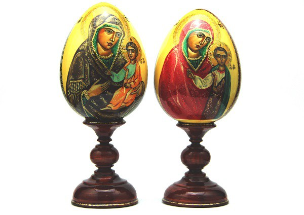 "Huevo en un soporte con un icono ""Kazanskaya"", pintado a mano"