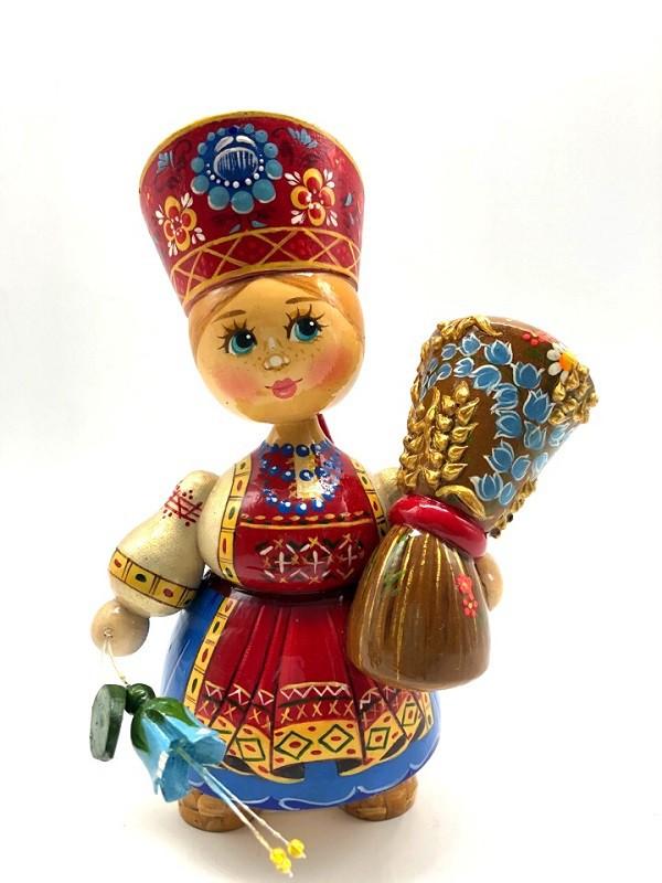 Muñeca de madera en kokoshnik, con un ramo de flores, 16 cm.