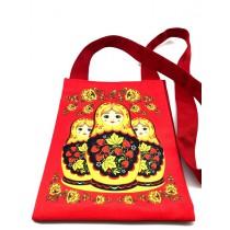 Bolso rojo con muñecas
