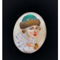 "Broche ""Dama noble"" en nacar"