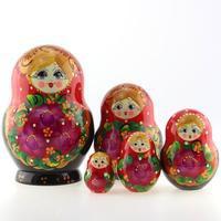 Матрешка черно-красная с цветами, 5 мест